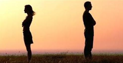 【美天棋牌】夫妻分开生活时要保持爱久